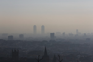 Vista de Barcelona, tapada per la pol·lució, el 2013.