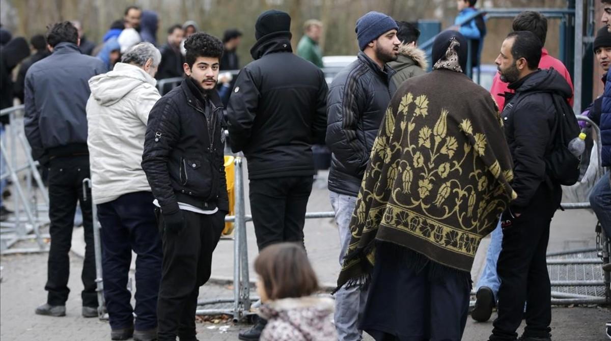Un grupo de refugiados e inmigrantes en Berlín.