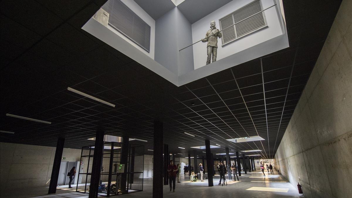 Vista general de Double bind, la monumental instalación que Juan Muñoz realizó para la Tate y que la Fundació Sorigué ha recuperado 16 años después.