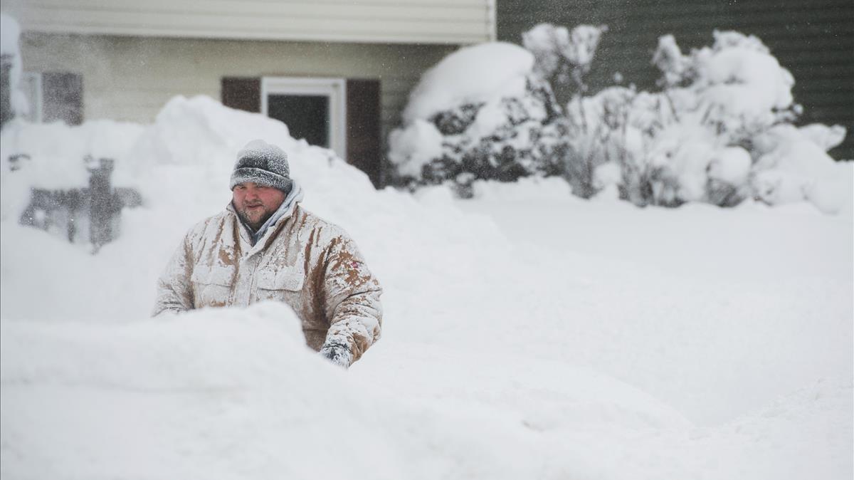 Un front fred deixa més d'un metre i mig de neu a Pennsilvània