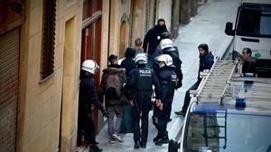 Desalojo en Sant Ramon, 1, este jueves.
