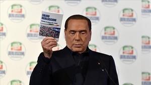 Berlusconi multiplica les seves aparicions i promeses en la recta final de la campanya italiana