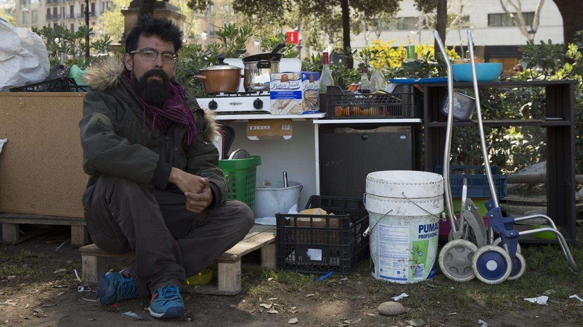 Miky, portavoz de la Acampada X Drets, en la plaza de Catalunya.
