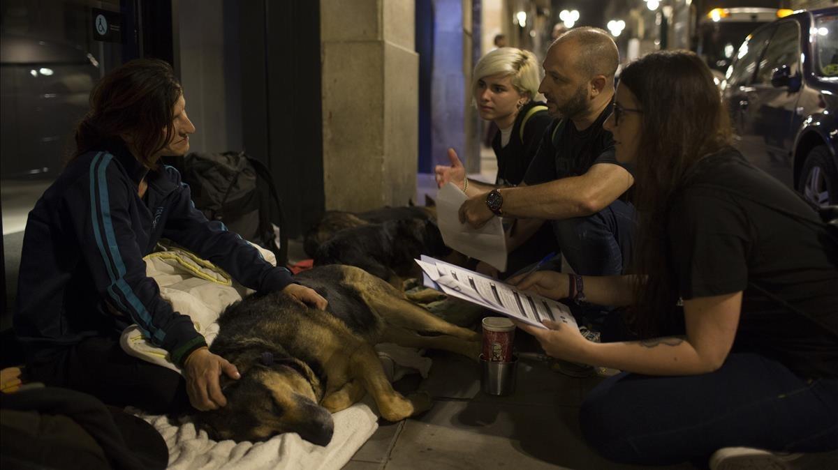 Barcelona dobla les places addicionals per a sensesostre pel fred