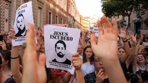 Concentración ante el Ministerio de Justicia en contra de la salida en libertad de los miembros de 'La Manada'.