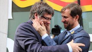 Puigdemont i Comín recorren pel seu escó com a eurodiputats