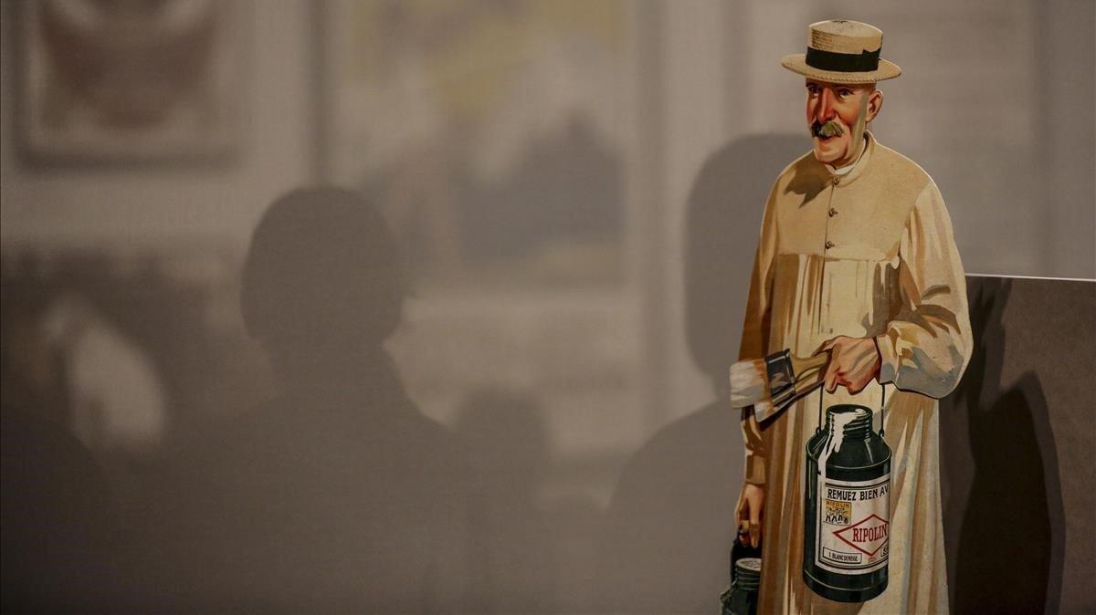 Showcard de la marca de esmaltes Ripolin, una de las piezas que exhibe la exposición El boom de la publicitat.
