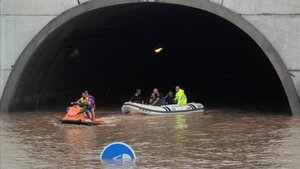 Vídeo | Rescatats diversos conductors d'un túnel de l'AP-7 a Alacant