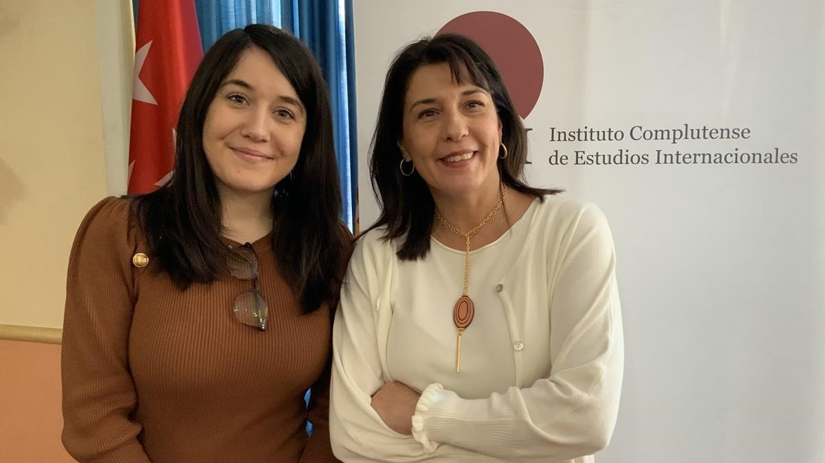 Las economistas Elena Cerdá(izquierda) e Isabel Álvarez (derecha),promotoras de la iniciativaMujeres en Economía.