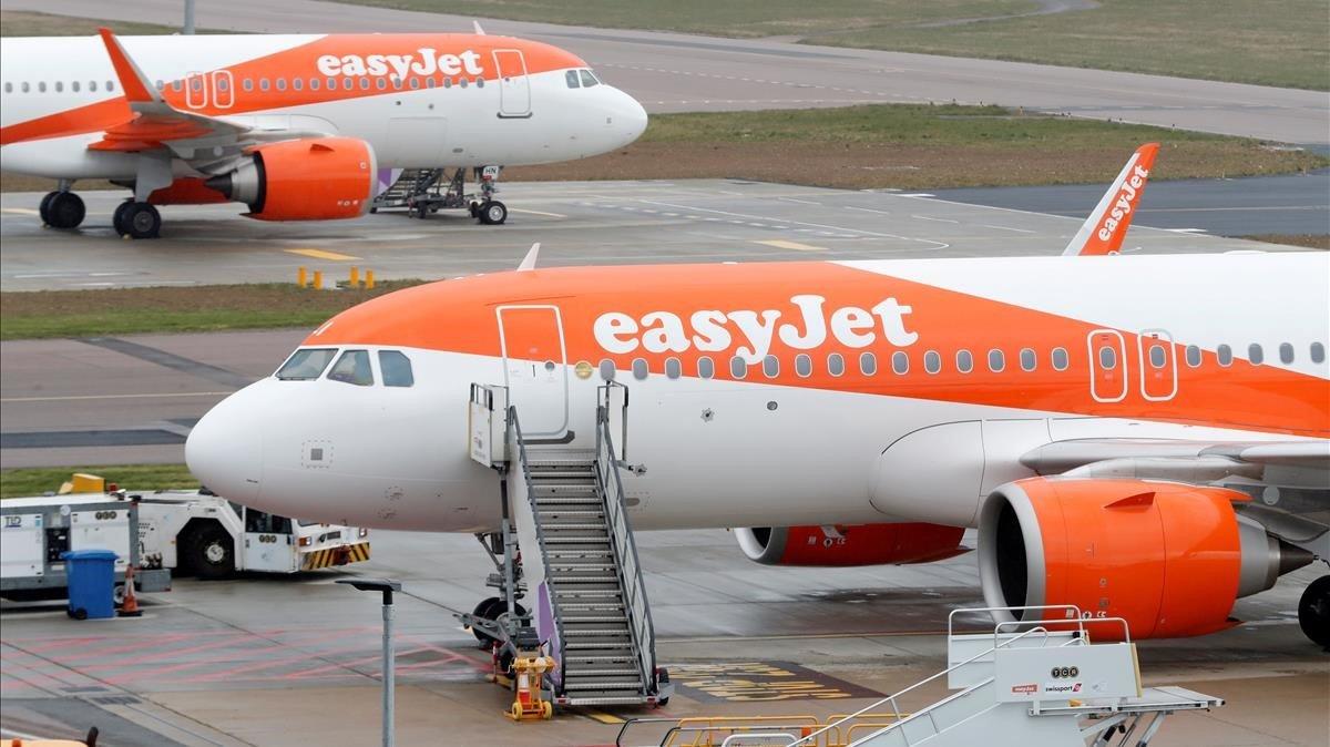 Aviones de Easyjet en el aeropuerto de Luton.