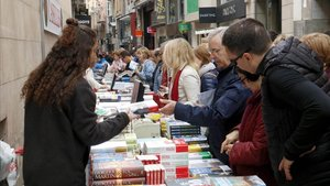 Tenderetes de libros en el Sant Jordi del 2019, en Lleida.