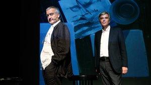 El artista Perico Pastor y Fèlix Riera, director de la Fundació Romea per a les Arts Escèniques, el lunes, en el teatro.