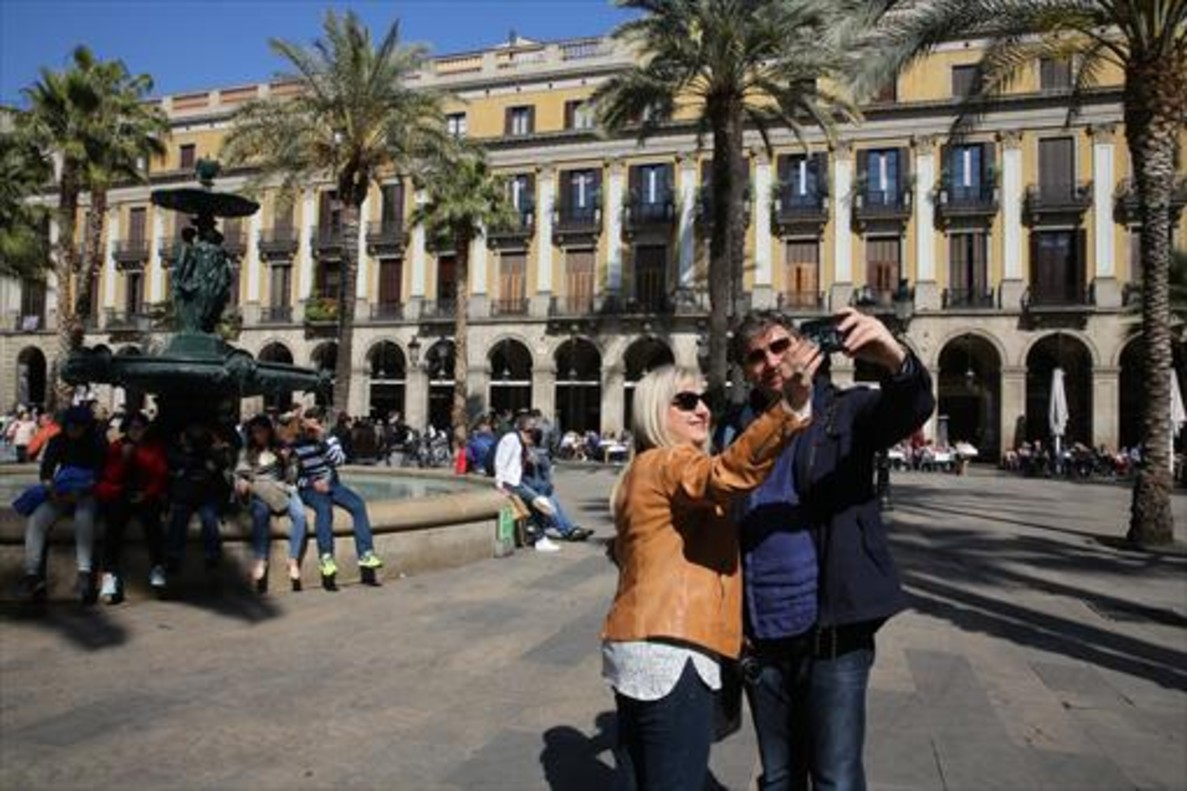 Espa a recibe m s de 18 millones de turistas hasta abril for Busco piso alquiler barcelona