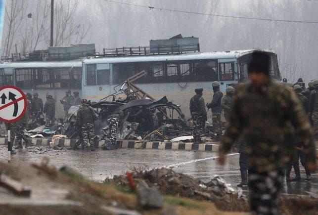 Un atemptat amb cotxe bomba al Caixmir deixa almenys 37 morts