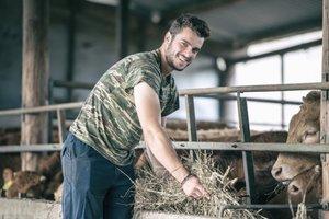 Una de las imágenes del calendario de los agricultores griegos.