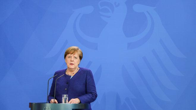 Alemania confirma su entrada en recesión con una caída del PIB del 2,2%. En la foto, Angela Merkel en rueda de prensa.