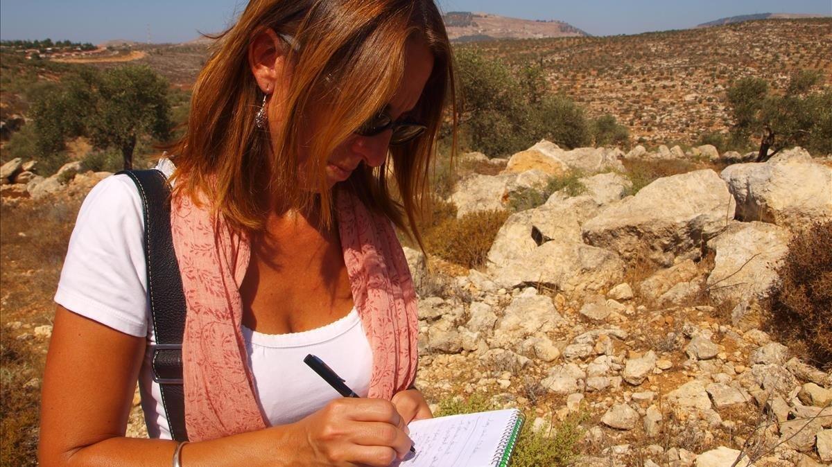 La periodista Ana Alba cubriendo una información en Cisjordania.