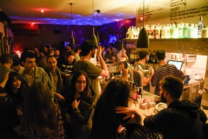 Interior del Bar Viu, en Gràcia.