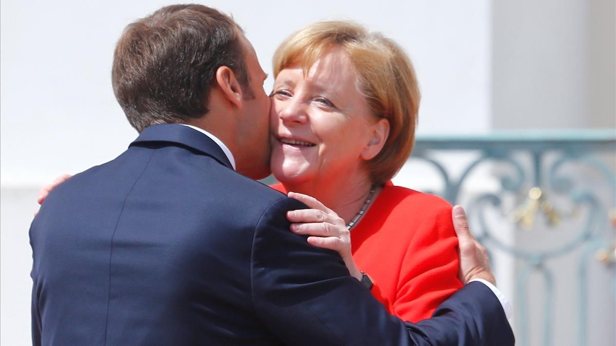 La cancillera Angela Merkel da la bienvenida al presidente francés, Emmanuel Macron, el 19 de junio en Berlín.