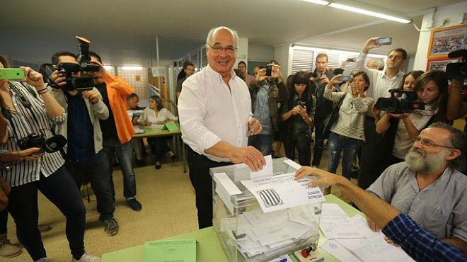El candidato de Catalunya Sí que es pot, Lluís Rabell, en declaraciones tras su votación en el 27-S.