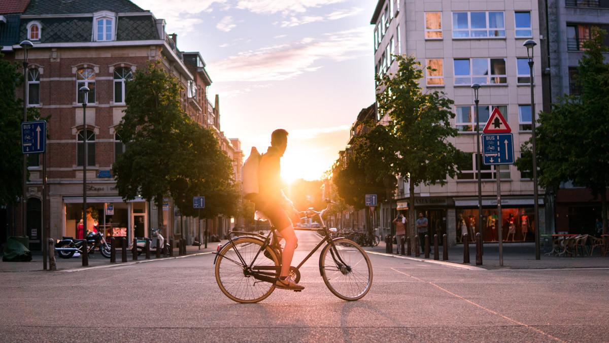Un ciclista en la ciudad.