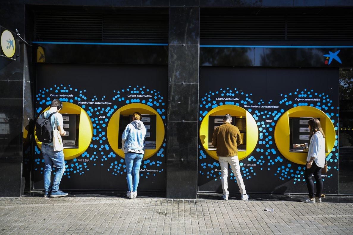 Cajeros automáticos de La Caixa.
