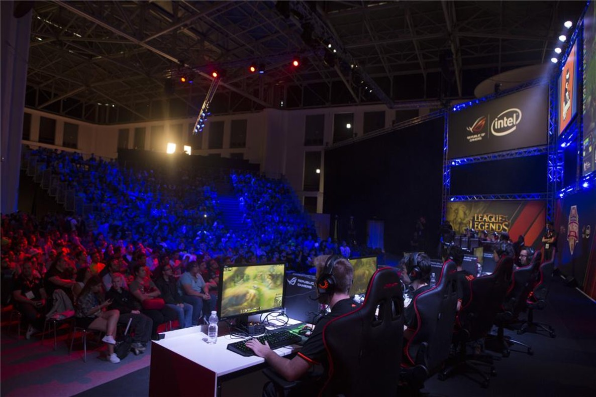 Competición de e-sports en la Barcelona Games World.