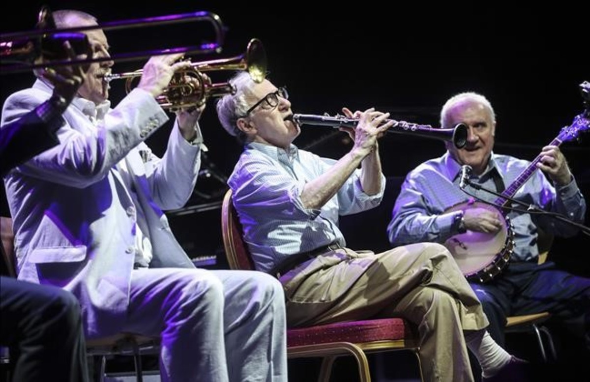 Woody Allen yla New Orleans Jazz Band, durante su concierto en el Festival de Cap Roig.
