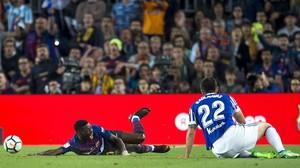 Dembele se queja de la entrada de Raúl Navas en el partido ante la Real Sociedad.