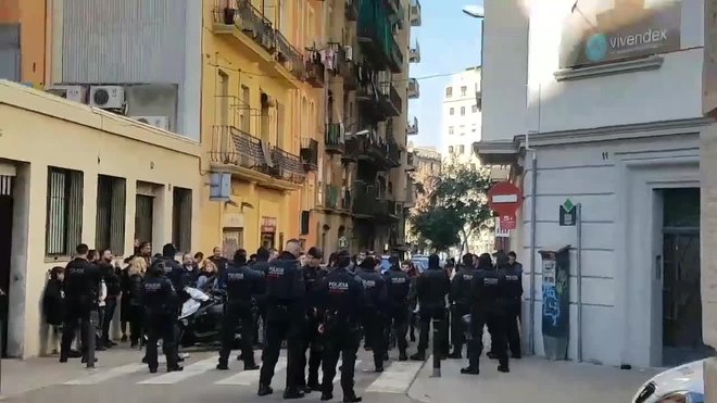 desokupacion-en-poblesec-calle-pique-fontrodona-promocin-apartamentos