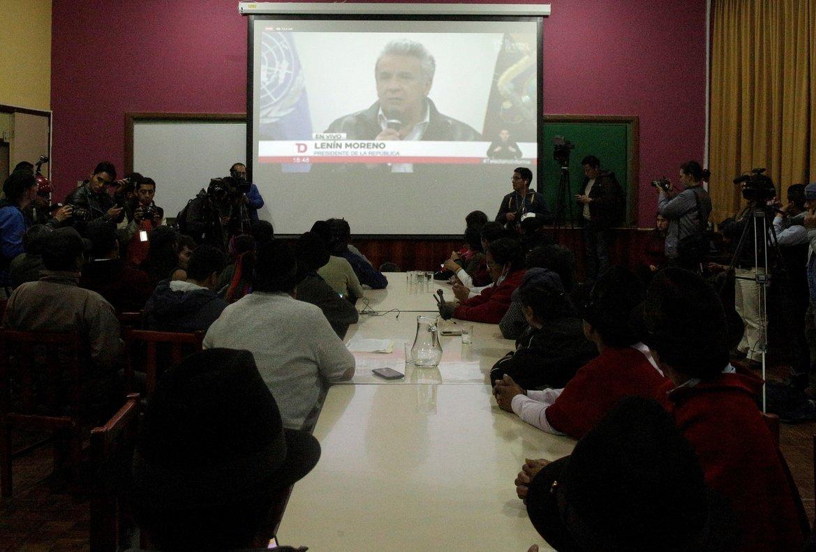 El encuentro comenzó con un minuto de silencio por los fallecidos en las protestas (siete, según la Defensoría del Pueblo).