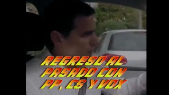 El PSC fica Rivera, Casado i Abascal al DeLorean per al seu 'Regreso al pasado'