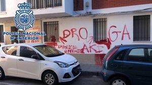 'Es ven droga akí': la pintada d'uns veïns per alertar la policia de Cadis
