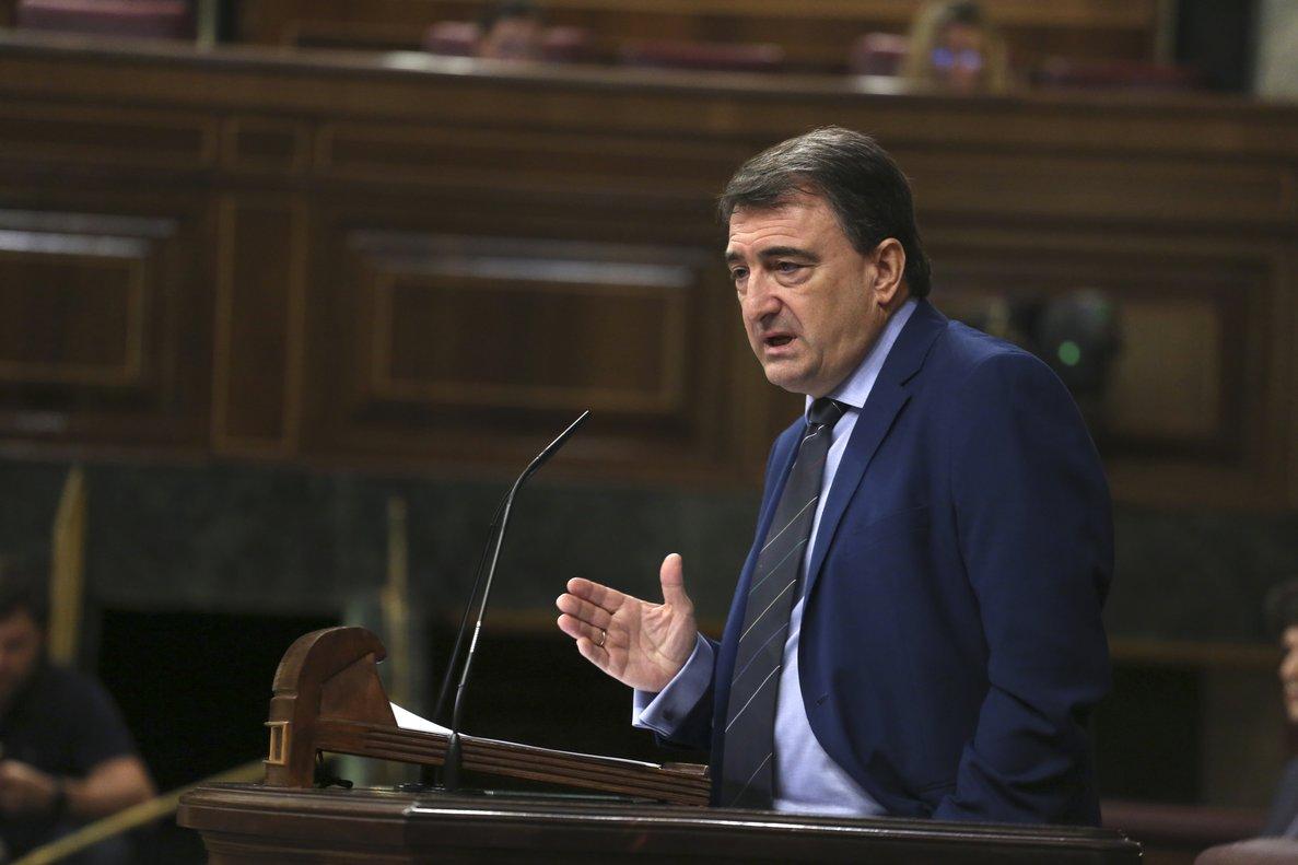 Esteban retreu el silenci del PP i Ciutadans davant de la proposta de Vox d'il·legalitzar el PNB