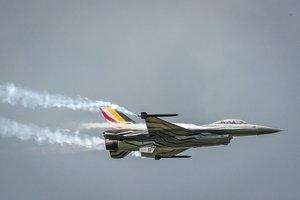 Un F-16 sobrevuelala base aérea de Florennes, en Bélgica.