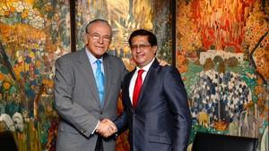 El presidente de La Caixa, Isidre Fainé, en una vistia a Perú.