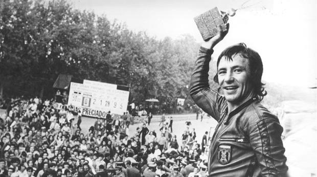 Ángel Nieto ganó su primer título en 1969, un mito en blanco y negro de una España que no ganaba nada.