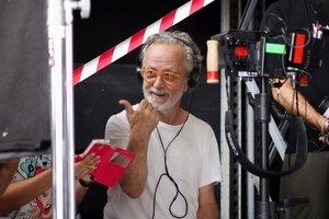 Una divertida imagen de Fernando Colomo durante el rodaje del filme.