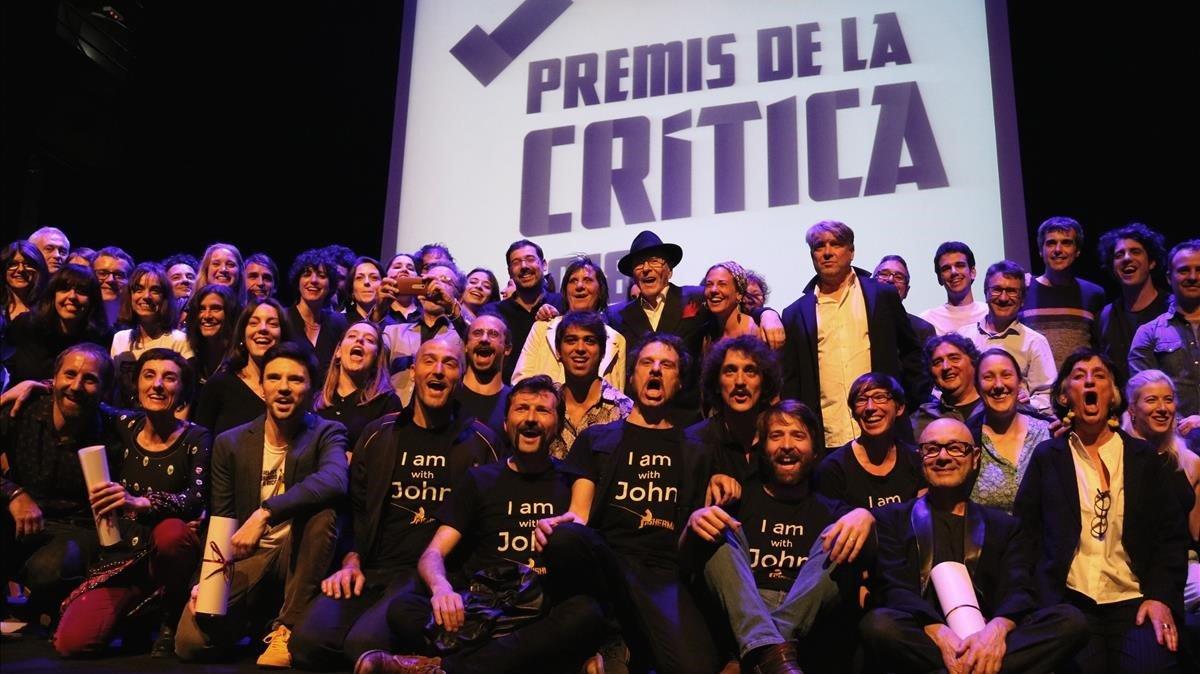 Foto de familia de los ganadores dels Premis de la Critica d'Arts Esceniques.