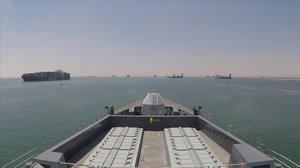 Un buque británico, en el Golfo Pérdico, tras pasar el Canal de Suez.