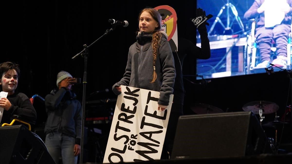 Greta Thunberg, en el escenario de la manifestación por el clima, este viernes, en Madrid.