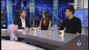 Pablo Motos, con Clara Lago y Álex González, en el programa de Antena 3 El hormiguero.