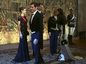Iker Casillas y Sara Carbonero, este jueves por la noche, en el besamanos a los Reyes en Oporto.