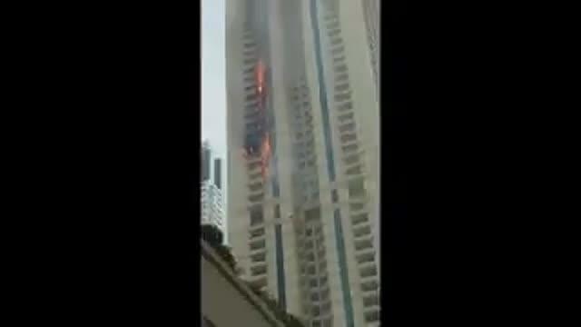 Incendio en un rascacielos de lujo en Dubai.