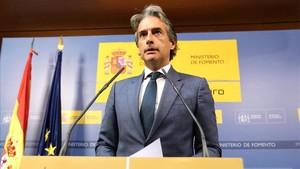 Íñigo de la Serna comparece después de que los trabajadores de Eulen hayan votado mantener la huelga en El Prat.