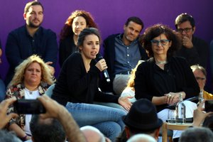 Irene Montero, en el acto de campaña de En Comú Podem en Santa Coloma de Gramenet, este sábado.