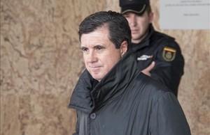 El expresidente del Govern balear Jaume Matas a su salida durante un descanso de la sala del juicio del caso Noos.