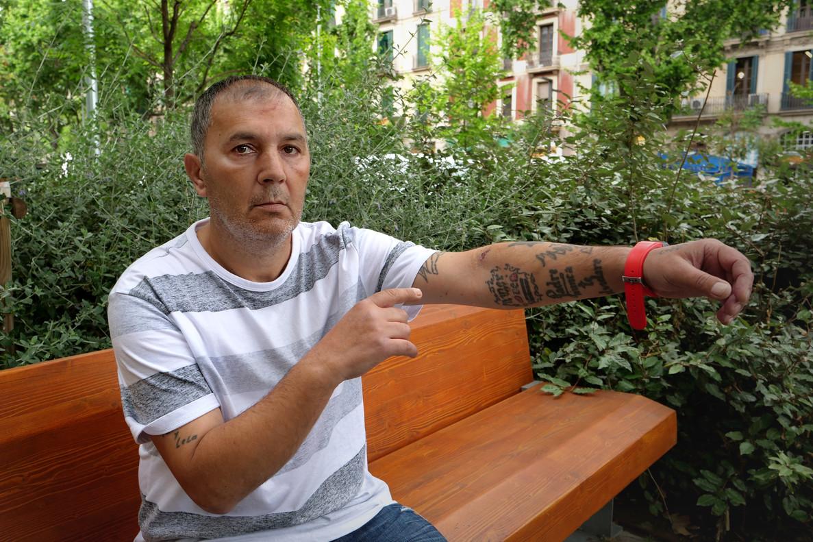 José Manuel Pérez es el seguidor del Barça que sacó un arma en Cornellà. Este martes, en el paseo de Sant Joan de Barcelona.
