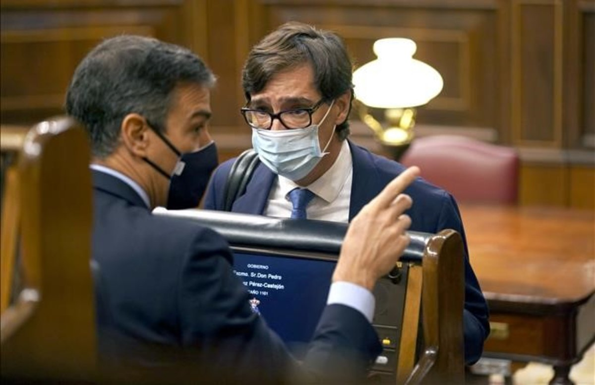 El presidente del Gobierno, Pedro Sánchez, y el ministro de Sanidad, Salvador Illa, en el Congreso de los Diputados.