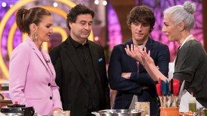 El jurado y Teresa en las cocinas de 'Masterchef'.
